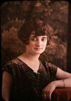 AUTOCHROME LUMIERE - Beau portrait d'une jeune femme - c.1908