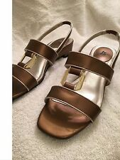 LIFESTRIDE BRONZE COLORED SANDAL WITH LOW HEEL