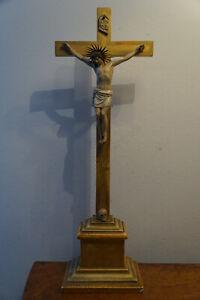 Alte Holz Heiligen Figur Jesus Kreuz Totenkopf geschnitzt memento mori um 1900