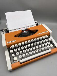 Olympia Traveller de Luxe Reiseschreibmaschine-Schreibmaschine - Orange