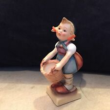 "VINTAGE GOEBEL HUMMEL ""LITTLE HELPER "" FIGURINE  # 73  TMK2 FULL BEE"
