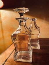 2 carafes de cave à liqueur en cristal Baccarat?