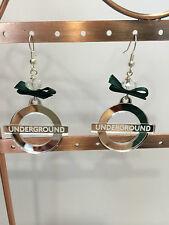 Orecchini Plexiglass con simbolo underground specchietto argento fiocco verde