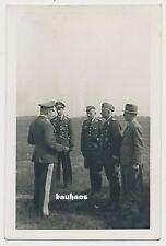 Foto GFM Kesselring Gespräch mit Hauptmann Schmidt 2.WK (4164)