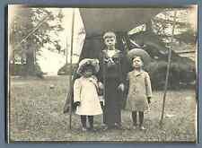 France, Enfants prenant la pose  Vintage silver print.  Tirage argentique d&#0