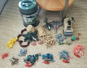 Lot of Plastic toy soldiers of Pirates, Medieval, Ww2, Vietnam, and Present Eras