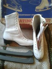 Vintage Canadian Flyer? Ice Skates W Guards - Ladies/Youth Sz 4 !