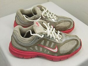 GIRLS ATHLETIC SHOES NIKE BRAND SIZE 3 1/2 Y PINK AND SILVER COLOR      T2
