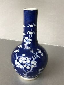 SMALL ANTIQUE CHINESE PORCELAIN BLUE AND WHITE BLOSSOM VASE 19th C