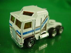 Matchbox Peterbilt 1/64 Diecast in Good Condition (has a broken exhaust stack)
