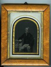 2 AMBROTYPES circa 1860 un homme très expressif et une femme avec une coiffe