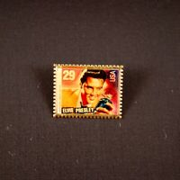 1992 Winco Elvis Presley PhotoMagic Pinback Lapel Pin USPS 29 Cent Stamp