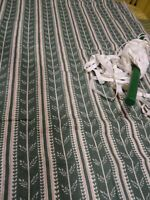 1m,50x0,95==neuf  tissus vert coton  +3m élastique ,pour créations diverses ..
