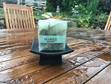 MARBLE EFFECT CANDLE WITH BLACK ORIENTAL STAND