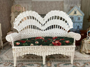 Vintage Artisan Miniature Dollhouse Hand Made White Wicker Settee & Cushion 1989