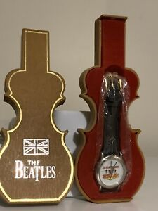 THE BEATLES HELP OFFICIAL APPLE WATCH & PLASTIC GUITAR CASE LIMITED EDITION