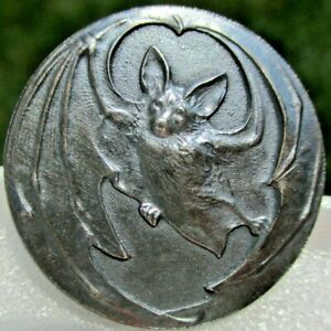 """Antique from France """"BAT~WING RIM"""" 1 1/8"""" Vintage White Metal Picture Button"""