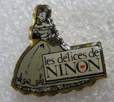 Pin's Les Délices de NINON Une Poupée #E5