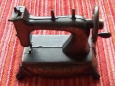 Miniature Play-Time Machine à coudre + boîte Taille-crayon Vintage