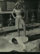 "1963 Press Photo Elizabeth Montgomery stars in ""Who's Been Sleeping in My Bed?"""