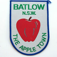 LARGE VINTAGE BATLOW NSW APPLE TOWN EMBROIDERED SOUVENIR PATCH WOVEN CLOTH BADGE