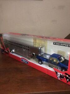 NewRay Longhauler Diecast 1:43 Blue Ford Pickup Fifth Wheel with Horse Trailer