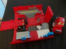 Disney Cars Mack Pitstop Pitcrew Garage Set