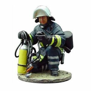 BOM100 Germany tin Lead Firefighter Fireman Figure DelPrado 1:32