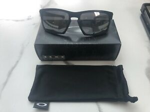 Oakley Sunglasses, Matt Black, Polarised Lenses