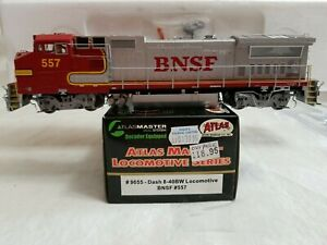 2001 ATLAS #9055 HO DASH 8-40BW BNSF #557 (WARBONNET) with FACTORY DCC - TESTED