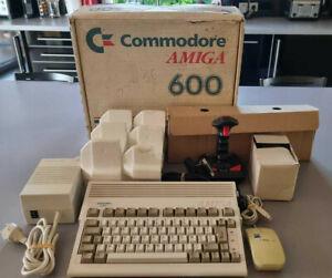 Amiga 600 Commodore + Box - No sunfaded - TEST OK