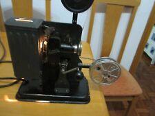 Proyector 16mm Noris a manivela y 1 pelicula