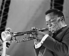 Miles Davis 10 x 8 UNSIGNED photo - P1338 - American jazz musician