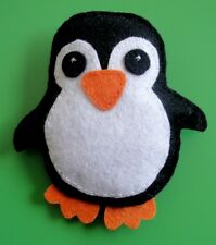BROCHE ARTESANAL FIELTRO MODELO PINGUINO / HAND MADE FELT BROOCH PENGUINS