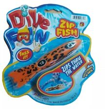 DIVE FUN ZIP FISH ZIPS THRU THE WATER Tossing Pool Toy Water Play Toy Age 6+