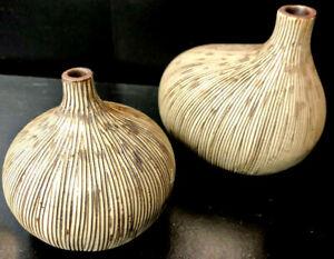 Set of 2 small textured fig ceramic vases