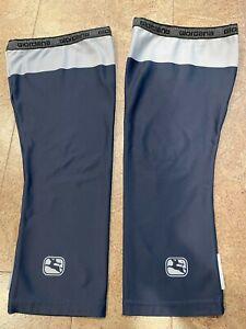 Giordana Super Roubaix Knee Warmers, Size Medium/Large, Navy Blue