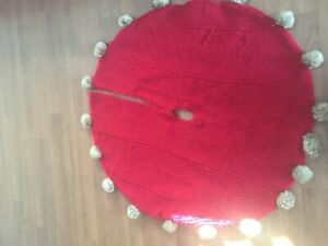 """BRAND NEW CHRISTMAS RED CABLE KNIT WITH FUR POM POMS TREE SKIRT 50"""""""
