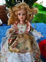 """28cm poupée porcelaine """"LA PRéCIEUSE""""""""""""""""""""tres bon état ,comme neuve"""