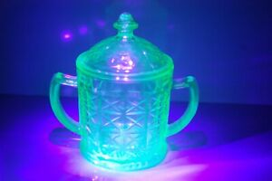 Vintage Green Depression Glass Sugar / Candy Dish with Lid - Uranium Glass