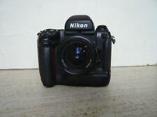 NIKON F5+ Zoom Nikkor AF 3,3-4,5 / 35-70 + Prisme Nikon DP30