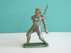 1 x CRESCENT TOYS # M5.. 1960's MEDIEVAL FOOT KNIGHT. 1/32 SCALE PLASTIC SOLDIER