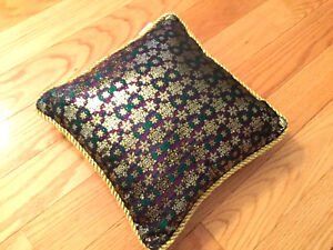 Pillow, bright sparkling snowflakes, purple, 11.5 x11.5, new, green on the back