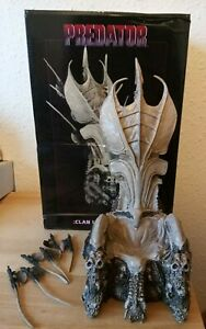 Predator - Bone Throne figure Diorama Neca Rare boxed clan statue skulls