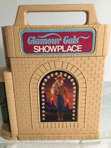 1981 KENNER GLAMOUR GALS SHOWPLACE FASHION DOLLS FOLDING CARRYING CASE + 6 DOLLS