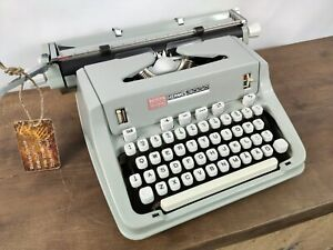COLLECTIBLE TYPEWRITER HERMES 3000 NICE FONT - NO RISK WITH SHIPPING