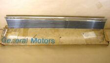 1966 Pontiac Bonneville 4 Dr Hardtop & Wagon Lower Door Molding NOS LH, 4227263