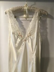 Victoria Secret Long Ivory Nightgown Floral Lace Womens Size Large NEW