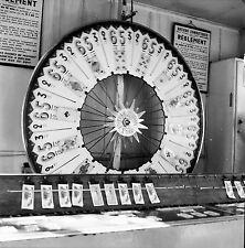 PARIS c. 1950 - Roue  Jeu de Loterie - Négatif 6 x 6 - N6 P12