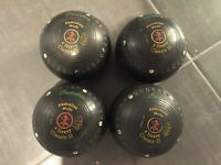 4 lawn bowls
